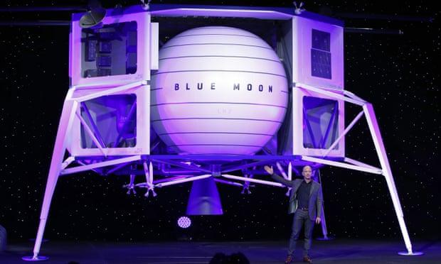 Jeff Bezos ilk kadını aya taşıyacak